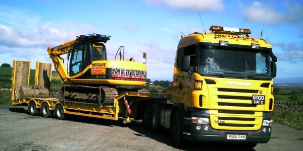 Metcalfe Plant Hire Low Loader with JCB 2